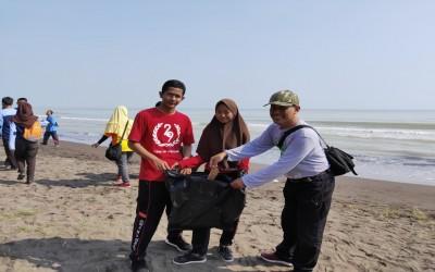 SMA N 1 Kramat Ikuti World Cleanup Day (WCD) 2019