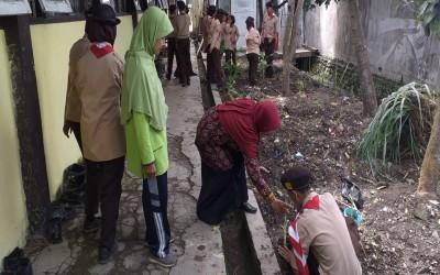 Partisipasi Pramuka Penegak SMA N 1 Kramat dalam Penanaman Toga